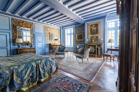 Conflans-sur-Anille, Francia: Prestigieuse chambre Marin, 55m2, trois fenêtres avec vue sur le park et le jardin, grande salle de bains élégante avec baignoire jacuzzi et douche, et, si besoin, chambre double, lit 140cm, attenante