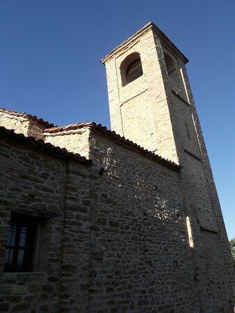Arguello, Italië: Il campanile a pianta quadrata