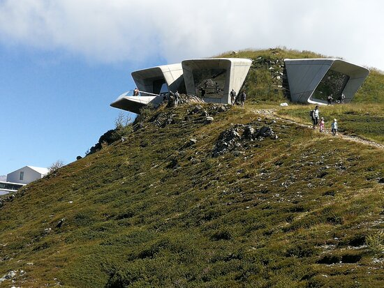 Pieve di Marebbe, Italy: Il museo visto dall'esterno