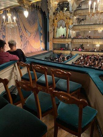 Мариинский театр - бельэтаж ложа 16 - очень ограниченная видимость