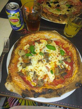 As melhores pizzas e sobremesas sem dúvida!