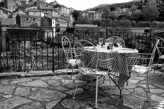 Olargues, Frankrig: Depuis la terrasse....