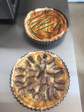 East Coker, UK: Fig, rosemary and goats cheese tart,  asparagus and Parma ham