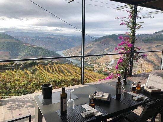 Casal de Loivos, Portugal: Gorgeous view overlooking the Douro!