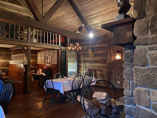 Hanoverton, OH: Another section of dining room.