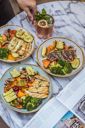 Bowl de legumes da época assados com proteína à escolha   Roasted vegetables w/ protein of your choice