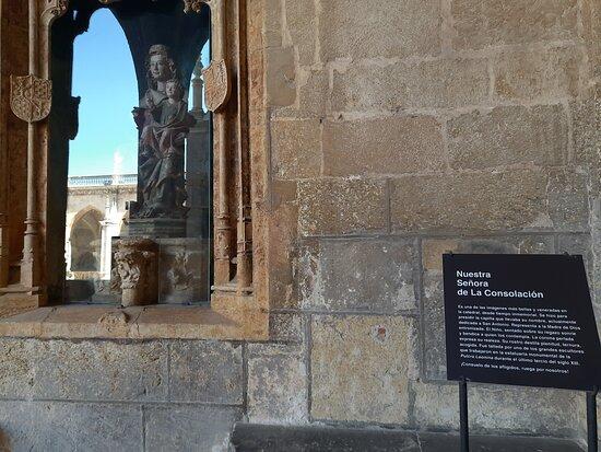 Claustro De La Catedral De Leon