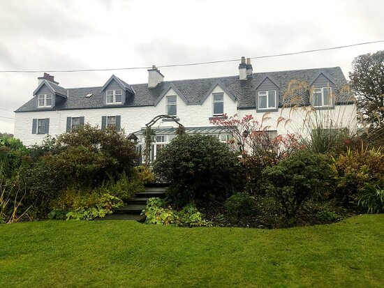 Port Appin, UK: A view of the hotel from the garden.