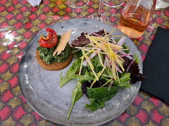 Sainte-Croix-Volvestre, France: Tartelette sablée épinard avec parmesan et ricotta