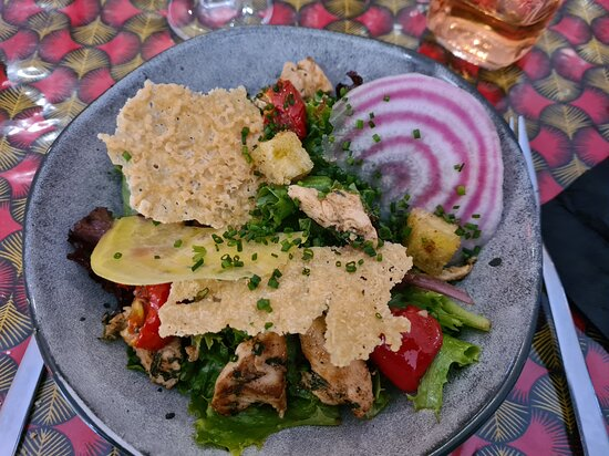 Sainte-Croix-Volvestre, France: Salade de poulet mariné