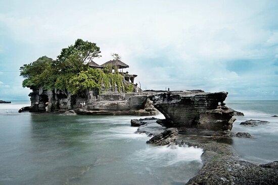 塔纳特地段的海滨神庙