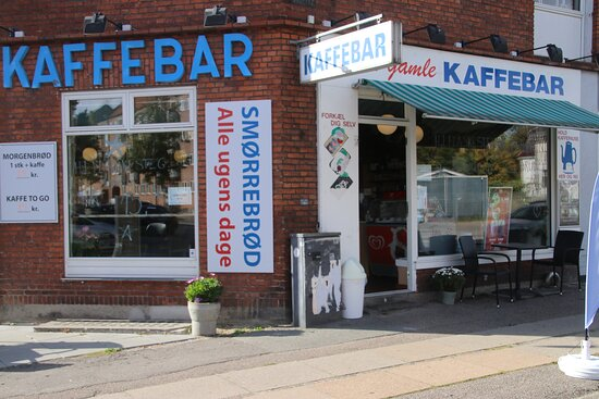 Vanløse, Danmark: Den Gamle Kaffebar, they have kept old style, and serve delicious open sandwiches