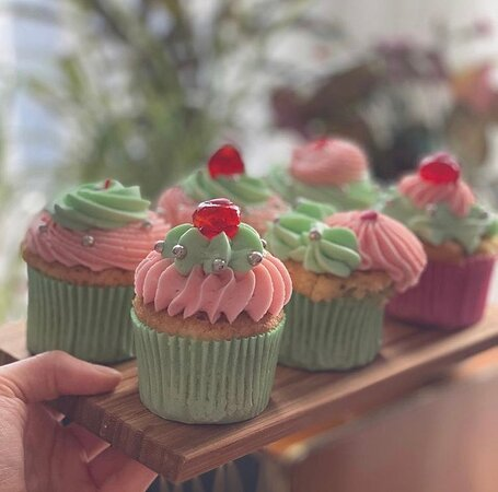 Our kitsch baking all done on sight by shop owner Sally. Baking daily we specialise in a range of vegan & gluten free bakes