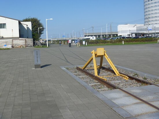 Statue of The Very Northern Train Tracks