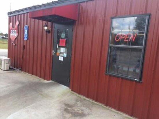 Pembroke, GA: Side entrance.