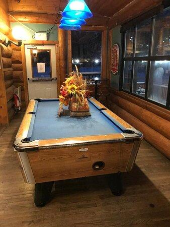 Lone Butte, Kanada: Pool Table