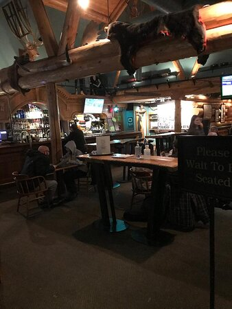 Lone Butte, Kanada: Pub area