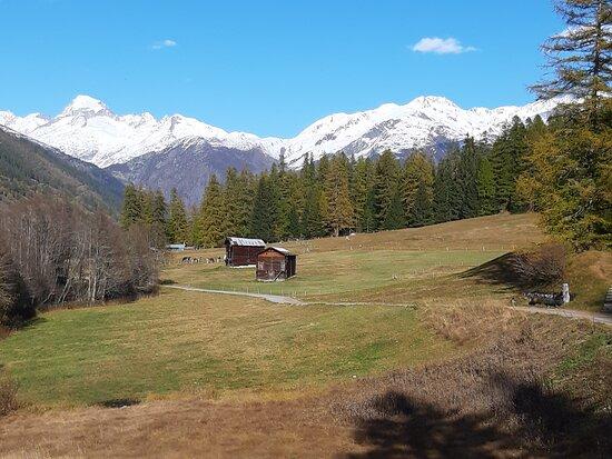 Ulrichen, Svájc: Auf dem Rottenweg, Blick richtung Furkapass