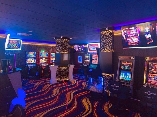 Pascani, Rumania: Locatie Las Vegas Games – Paşcani, Ştefan cel Mare – gambling, casino, sloturi, păcănele, jocuri de noroc, ruletă, jackpot-uri, pariuri sportive, cafenea, bar, băuturi din partea casei, tombole, premii cash, distracţie şi multe surprize.