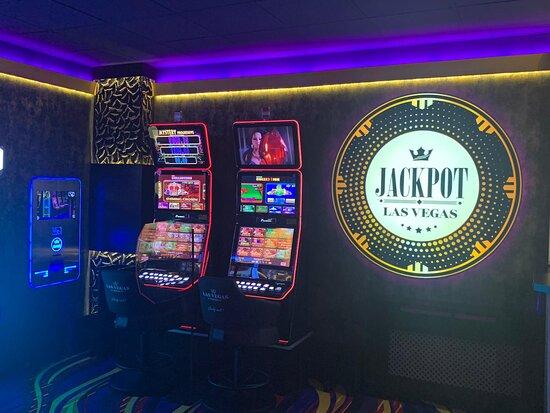 Sală de jocuri Las Vegas Games – Paşcani, Ştefan cel Mare – gambling, casino, sloturi, păcănele, jocuri de noroc 777, ruletă, jackpot-uri, tombole, premii cash, distracţie şi multe surprize.