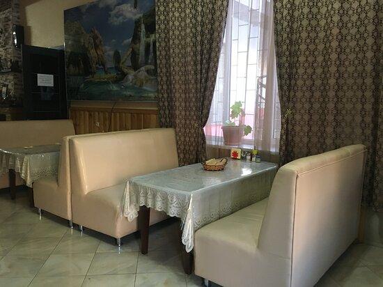 Republic of Dagestan, Rusia: Столики в кафе.
