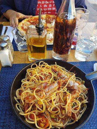 Spaghetti gambas/courgettes/tomates & pizza marguerite