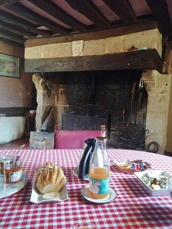 Saint-Aubin-de-Bonneval, France: Un bon petit déjeuner !