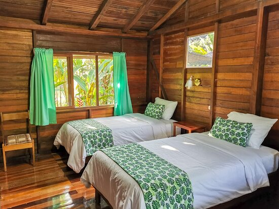 Shell, Ecuador: Las habitaciones  en Cabañas Germany cuentan con baño privado, agua caliente, Hall con Hamaca, garage privado, Wifi e  Hidromasaje.