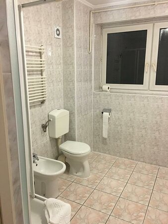 Hotel correcto, barato y centrico