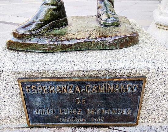 Escultura «Esperanza caminando»