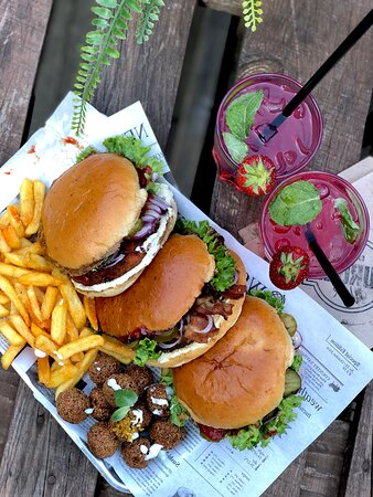 Engelskirchen, Đức: Homemade Icetea, Falafel & Burger