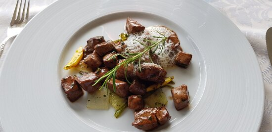 Intragna, Svájc: Foie de veau frais - Fegato di vitello fresco - Frische Kalbsleber - Hígado fresco de ternera - Fresh veal liver.