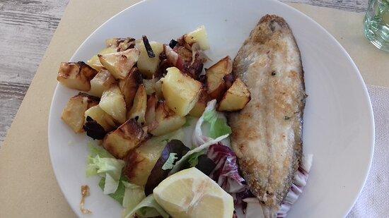 Diano Borello, Italy: Sogliola con patate al forno.