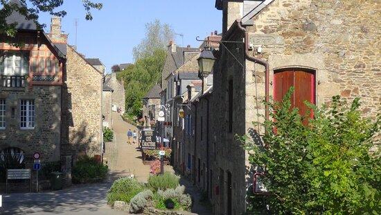 Lehon, Francie: Le village depuis le pont