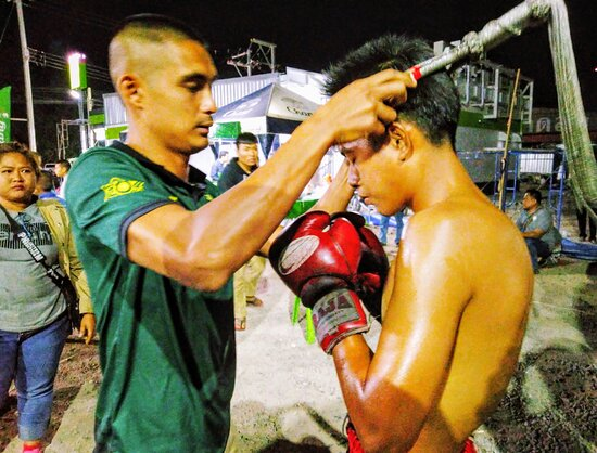 วิเชียรบุรี, ไทย: Take the Muay Thai boxing fight.