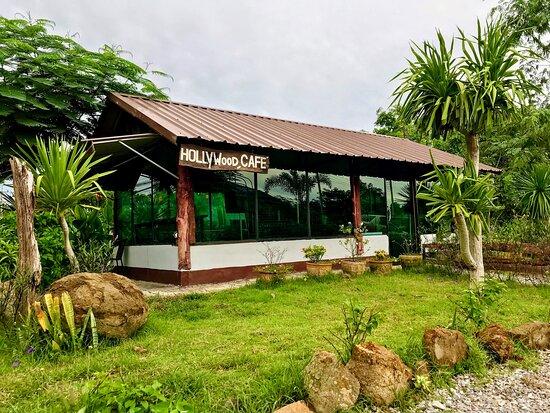วิเชียรบุรี, ไทย: Coffee Café by Nawaphol Muay Thai Gym.