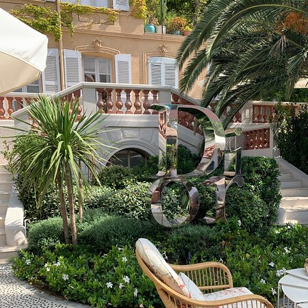ST. TROPEZ - Dior Des Lices. Wonderful environment as well as the food!