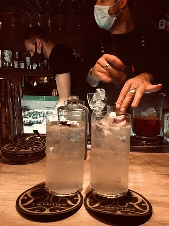 Cocktail ricercati e atmosfera retrò