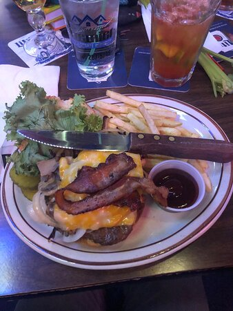 Royalton, Minnesota: Bloody Mary and the 10 spot burger!!