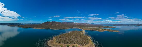 Benaraby, أستراليا: Lake Awoonga is Queensland's fourth largest water storage and the primary water source for Gladstone Region. The Lake is also a very popular site for recreation activities year round. 