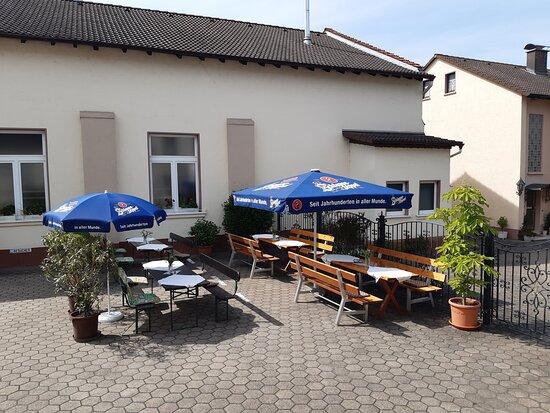 Alzenau, Đức: Sommer-Biergarten