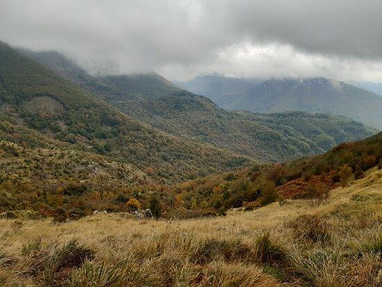 Montefegatesi, إيطاليا: panoramica del Monti della Val di Lima