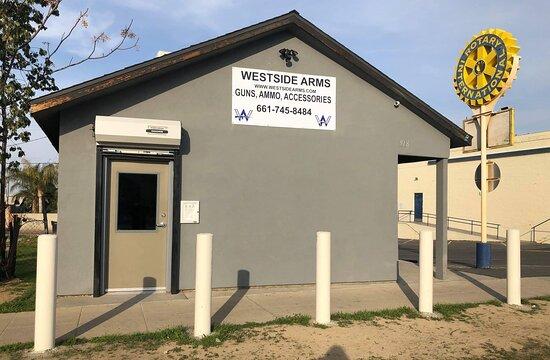 Taft, كاليفورنيا: If the door is up Wes is there!