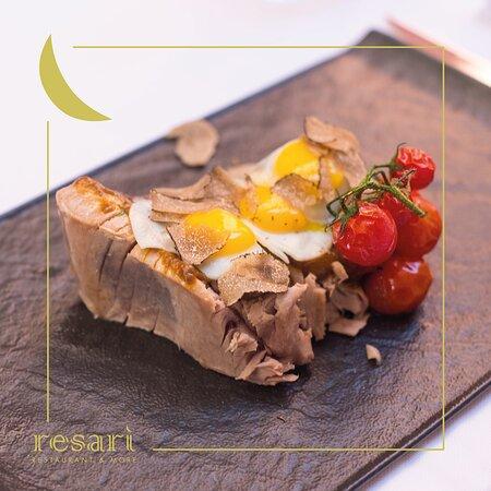 Trancio di tonno sashimi scottato con salsa di vitello, uovo poché e tartufo