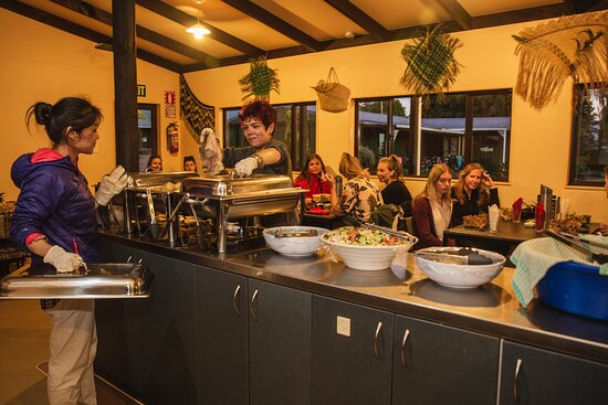 Murupara, Nueva Zelanda: Hangi buffet dinner