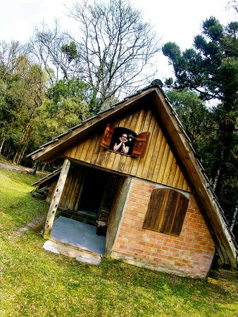 Arvorezinha, RS: Cabana Rústica, perfeita para passar o final de semana. Toda imobilhada, com lareira, e acomoda até 3 casais.