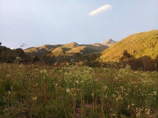 Caparao National Park, ES: Acampamento Macieira, ao fundo Pico do Cristal.