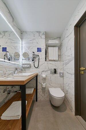 Ванная комната - номер категории Джуниор Сюит(после реновации 2020 г.)