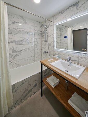 Ванная комната - номер категории Джуниор Сюит (после реновации 2020 г.)