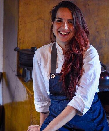 Chef Karina, responsável por todos os nossos preparos.